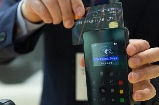 O que posso fazer quando o estabelecimento exigir valor mínimo para passar a compra no cartão?